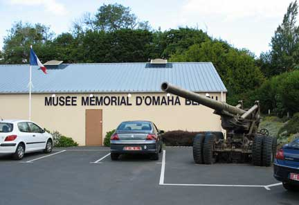 A long Tom howitzer. They black topped right around it. This musee is up the main draw out of Omaha Beach.